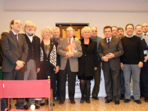 2012, cerimonia per il 30° anniversario AIS – Sezione Bassano del Grappa. Gruppo di Soccorritori con 25/30 anni di anni iscrizione all'Associazione.